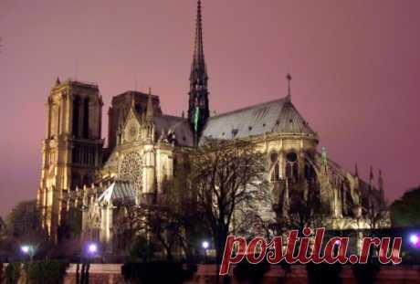 Собор парижской богоматери Когда примерно в 1160 году началось строительство собора Парижской Богоматери (Notre-Dame), одного из старейших и известнейших готических соборов мира, первым архитектурным опытам в готическом стиле было не более 30 лет. Впоследствии фасады всех готических соборов во Франции стали строить, используя западный фасад Нотр-Дама как канонический образец.