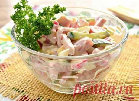 Салат с ветчиной и крабовыми палочками: подбор ингредиентов, рецепты приготовления | Красуня