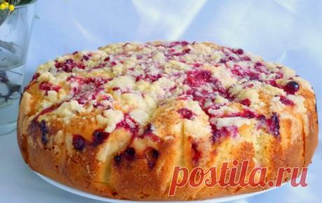 Фруктово-ягодный пирог. Причем ягоды и фрукты я кладу любые! Люблю пироги, когда все просто!