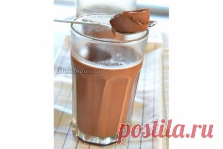 Десерт «Мулатка» Желатин залить тремя столовыми ложками холодной воды и оставить набухать. Молоко подогреть с какао. Добавить желатин и подогревать пока желатин не растворится (НЕ кипятить!).  Оставить остывать. Добавить сахзам и йогурт. Взбить миксером в течение приблизительно 5 минут.  Разлить по бокалам и поставить в холодильник на минимум 2 часа.