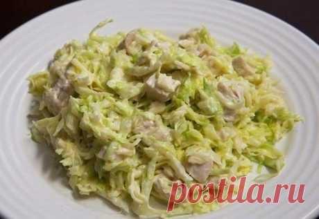 Салат для сушки тела  Итого на 100 грамм - 77ккал: Белки- 11,5 Жиры - 2,5Углеводы - 2,6 Вкусно, сытно и очень диетично!  Вам потребуется:  -500 г филе куриных грудок, без кожи -500 г белокочанной капусты -2 отварных яйца -йогурт натуральный 200 гр -соль по вкусу  Как готовить: 1. Положите курицу в подсоленную кипящую воду и варите в течение 15-20 минут до готовности. Выньте курицу из воды и отложите ее в сторону, чтобы остыла. 2. достаточно мелко нашинкуйте капусту (без ко...