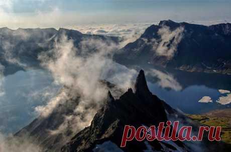 Гора Пэктусан давно является загадкой для геологов. До сих пор не удавалось найти никаких доказательств того, что катастрофа, названная в летописях извержением тысячелетия, вообще происходила.