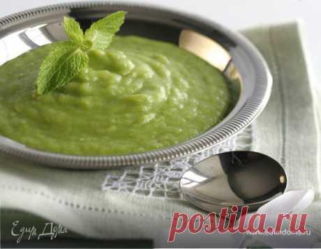 Картофельный суп с луком-пореем и зеленым горошком. Ингредиенты: лук-порей, горошек