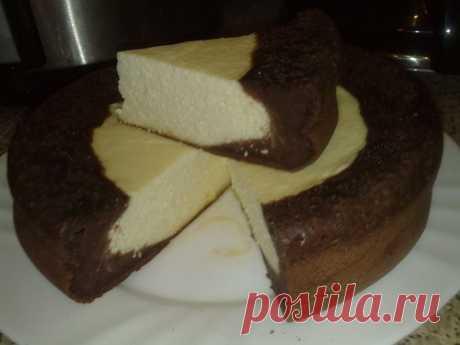 """El pastel con requesón líquido """"Ярмарка"""" en la Multicocción"""