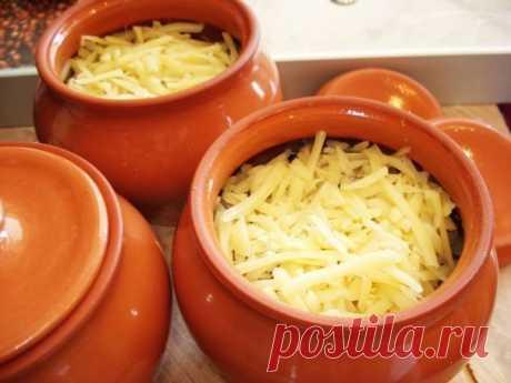 Как приготовить мясо в горшочке с сыром - рецепт, ингредиенты и фотографии