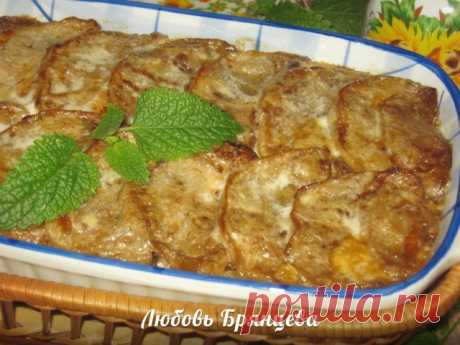 Шикарная горячая закуска — баклажаны, запеченные с грибами  в сметанном соусе.