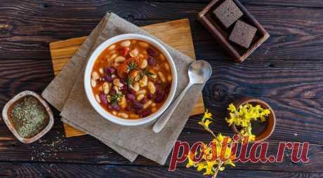 Суп из фасоли с помидорами и тимьяном - ПУТЕШЕСТВУЙ ПО САЙТУ. Если у вас совсем нет времени, такой суп можно сварить и из консервированной фасоли. Но из сухой – на фасолевом отваре – он получается гораздо, гораздо вкуснее! ИНГРЕДИЕНТЫ по 250 г сухой красной и белой фасоли 1 л рубленых помидоров в собственном соку 200 г помидоров черри 2 средние луковицы …