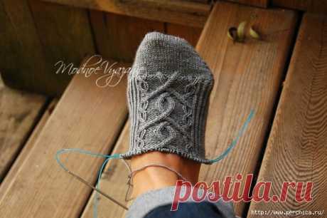 Вязание носочков от мыска спицами