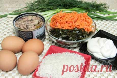 Рецепт салата из консервированной сайры с яйцом, рисом и морской капустой