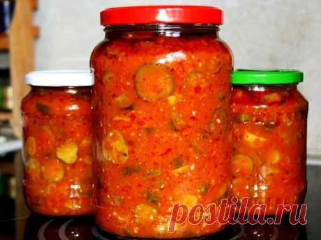 Хрустящие огурчики в томатной аджике Об салате из огурцов в томатном соусе могу сказать только две вещи: он самый вкусный и еще его обожают все мои родные и знакомые!