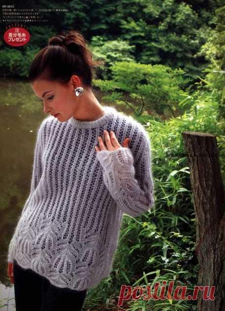 Нежный пуловер из мохера спицами Нежный пуловер из мохера спицами. Женский пуловер с узором медвежьи лапки спицами, Японская модель пуловера с бесплатной схемой…