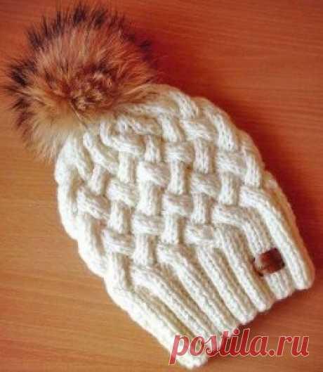 Зимняя шапочка спицами с объемным узором Плетенка | Вязание Шапок Спицами и Крючком