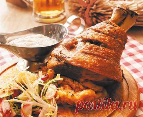Лучшие блюда немецкой кухни Согласно давним и нерушимым немецким традициям, утром должен быть фрюштук, то бишь завтрак. Плотный, основательный и вкусный. Мечи на стол булочки, масло, джем, ветчину, яйца, колбаски, паштет — и плевать на диетологов! Главные достоинства немецкой кухни — сытность, добротность, щедрость...