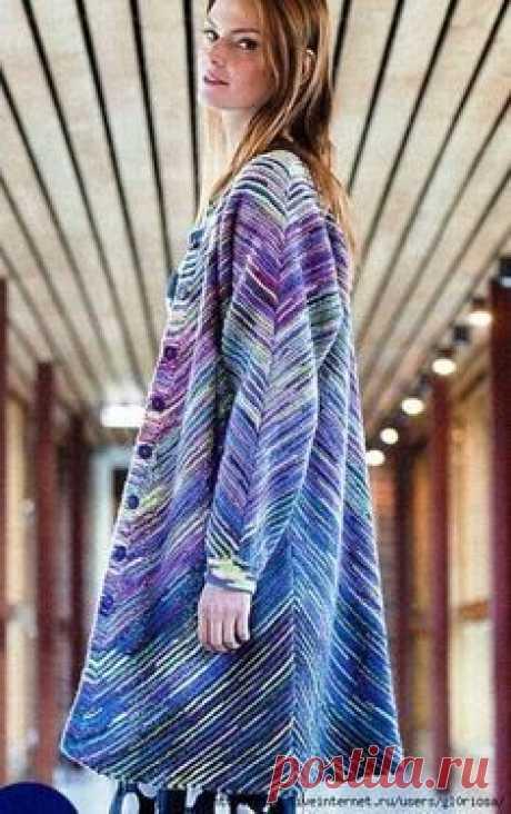 Модная модель женского пальто в полоску из остатков пряжи (Вязание спицами) Модная модель женского пальто в полоску из остатков пряжи с пошаговым описанием вязания. Размеры пальто: S (M-L; XL-XXL). Вам потребуется: 400 (400, 450) грамм меланжевой оттенка 881 и 50 (100, 100…