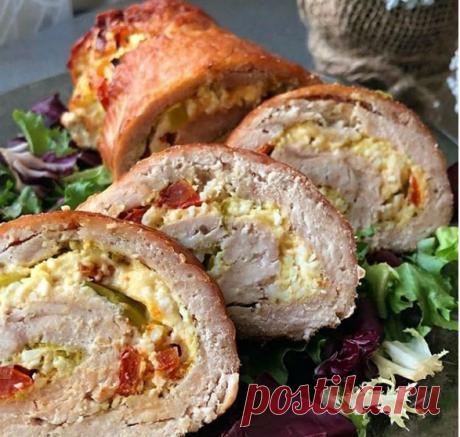 Вкусный куриный рулет Ингредиенты: 🍅Куриное филе (или готовый куриный фарш) 🍅Сыр 🍅Помидор 🍅Зелёный лук 🍅Яйца 🍅Натуральный йогурт/сметана/творожный сыр 🍅Специи.