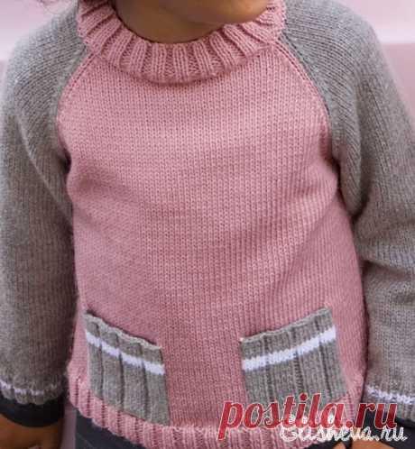 Детский серо-розовый свитерок с карманами вязаный спицами