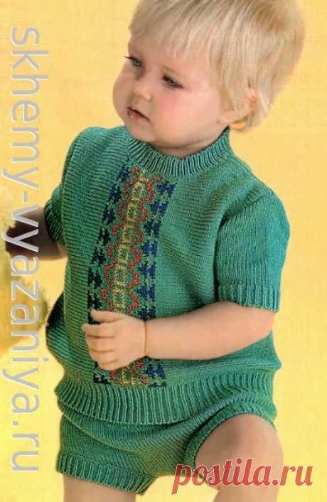 Жаккардовый летний костюм для мальчика: джемпер и шорты. Схема вязания спицами и описание.