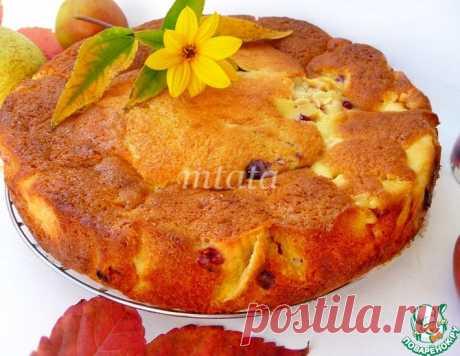 Яблочный пирог с пудингом и ягодами