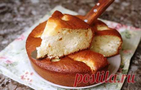 Беру стакан кефира, немного творога для творожного пирога. Подготовка 5 минут: даже миксер не нужен
