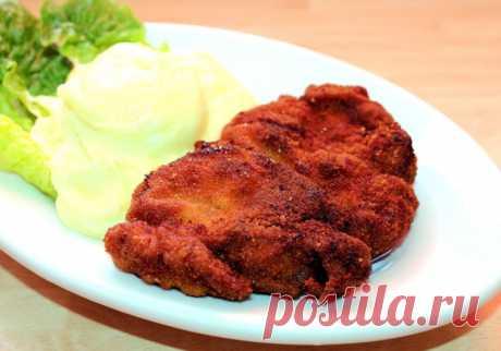 Жареная свинина в панировке. Отличный рецепт ароматной свинины, жареной кусками на сковороде в панировке (яйцо, мука и сухари).