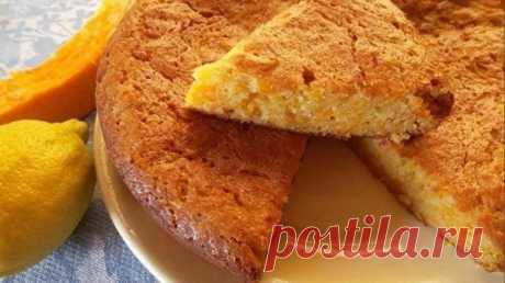 El pastel tierno Dulce de la calabaza con la canela. ¡Gocen mientras la temporada!