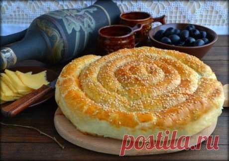 Спиральный пирог из слоеного теста