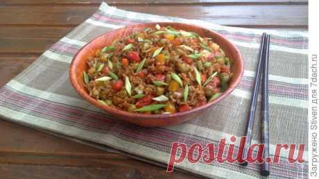Постное блюд: рис с овощами и имбирем