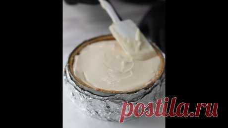 Лучше рецепта может быть только видеорецепт   Делимся рецептом яблочной начинки для чизкейка   Сырная часть: молоко 3,2% 130 мл 2 ст. л сгущеного молока Сахар 85 г 1/2 ч.л. корицы Сливочный сыр 500 г Яйцо С0 1 шт Желток 1 шт   Томлёные яблоки в начинку: Яблоко - 1 шт Сахар 3 ст. л. Сливочное масло 15 г  Приготовление: 1. Яблоко очистить от кожуры и семян, нарезать кубиками. 2. Положить в сотейник, добавить сахар и масло. 3. Довести на среднем огне до золотистого цвета (5-1...