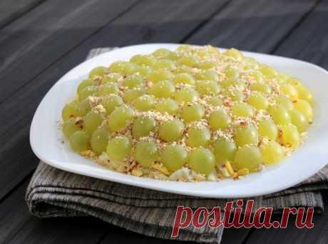 Изысканные рецепты салата Тиффани свиноградом Пошаговые рецепты приготовления салата тиффани с виноградом в домашних условиях. А так же секреты приготовления вкусного блюда