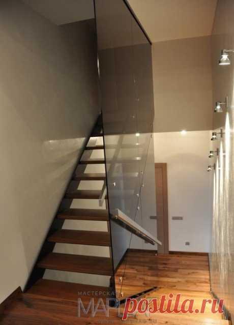 Лестницы, ограждения, перила из стекла, дерева, металла Маршаг – Лестничные перила из черного стекла