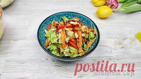 Вся фишка в заправке. Рецепт овощного салата Очень яркий и необычный салат. Его фишка в заправке. Отлично подойдет для тех кто держит пост или для тех кто на диете. Ведь тут так много овощей) Ингредиенты:Морковь – 3шт. Салат – 1шт. Болгарский п...