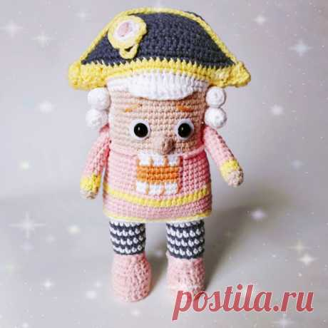 PDF Щелкунчик крючком. Амигуруми схемы и описания на русском. Вязаные игрушки и поделки своими руками #amimore - Кукла, куколка.