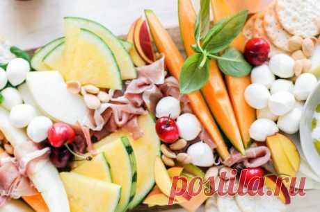 Сырная тарелка с дыней и прошутто » Праздник вкуса. Пошаговые рецепты с фото