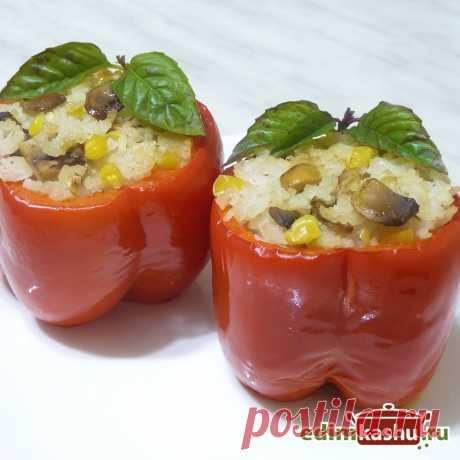 Простой рецепт вкусных фаршированных перцев с рисом и грибами. Перцы можно потушить как на плите, так и в духовке. Это постное/ вегетарианское блюдо получается очень вкусным!