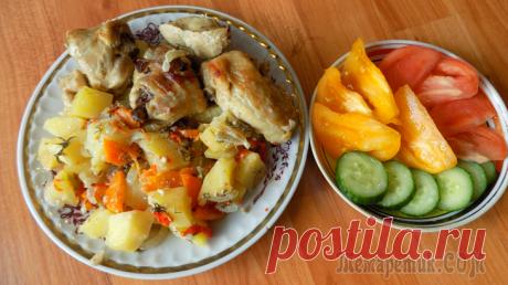 Тушеная курица в собственном соку в духовке с овощами Ингредиенты для приготовления:1 кг. куриных кусочков1 болгарский перецкартофель1 морковь2 луковицы2 ст. л. майонеза1 ст. л. горчицысоль по вкусуперец молотый по вкусузелень по желаниюВидео рецепт приг...