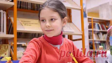 Далеко не все дети понимают деление и умножение с первого раза, поэтому родителям приходится дома подробнее разбирать эти процессы. Сегодня расскажем, как это сделать проще для ребенка.