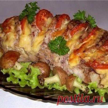 Свинина, запеченная гармошкой, с картофельными грибочками рецепт – основные блюда