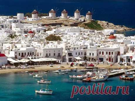 ОСТРОВ МИКОНОС, ГРЕЦИЯ.  Греческий остров Миконос – самый знаменитый из островов Кикландского архипелага Греции. Он лежит в Эгейском море. Природа острова потрясающе прекрасна и восхищает великолепным контрастом синего моря и золотого песка. Климат радует умеренностью, здесь нет невыносимой жары – погода идеальна для отдыха на море.