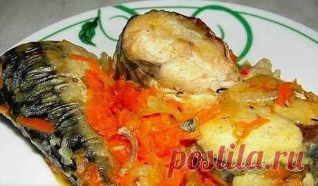 Рецепт скумбрии, тушеной с морковью и луком Скумбрия - очень пикантная рыбка, из которой можно приготовить очень много вкусных блюд. Хочу предложить Вам рецепт скумбрии, тушеной с луком и морковью. Получается лёгкое и вкусное блюдо. На гарнир советую отварной рис.  Скумбрия - 2 шт  Морковь - 1 шт (большая ) Лук репчатый - 1 - 2 шт  Мука - для обваливания рыбы  Растительное масло - для жарки  Соль и специи - по вкусу    Скумбрию выпотрошить ,хорошенько намыть и нарезать на ...