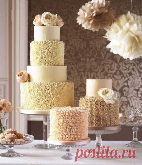 Самые красивые и оригинальные свадебные торты 2017 - фото новинки. Хотите оригинальный и модный свадебный торт или вы ищите необычный торт на свадьбу? Смотрите фото самых красивых свадебных тортов 2017 года.
