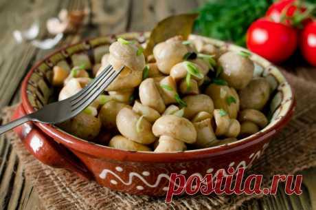 Идеальный гарнир: грибочки в легком маринаде.