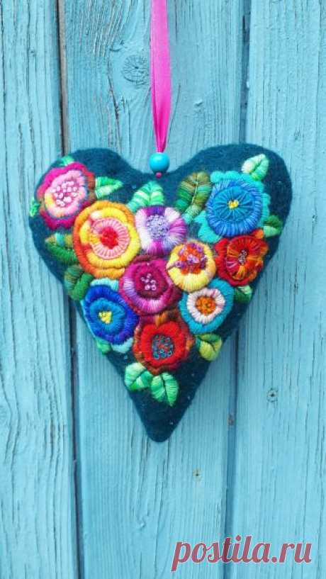 Felt Heart, Hand embroidery, Gift, For Mom, Wife, Grandma or Girlfriend. The magical felt heart sparkling heart is held in petol, burgundy,orange, blue, yellow and green. One side is beautifully embroidered with wool. Very nice as a window or wall decoration. The heart has been made by hand and lots of love. Its a great and unique gift for everyone as