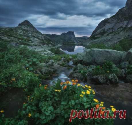 Утро на озере Горных Духов, Ергаки. Автор фото — Константин Цыбин: