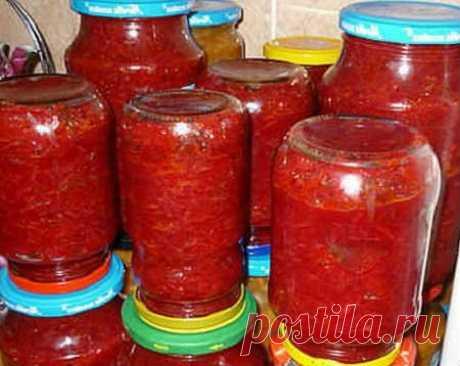 Икра из свеклы Потребуется: свекла- 4 кг; сладкий перец и репчатый лук- каждого по 0,5 кг; чеснок- 200 гр; помидоры- 1,5 кг; петрушка- пучок; соль- 4 ст.л; растительное масло- 500 мл; уксус 9%- 16 ст.л.