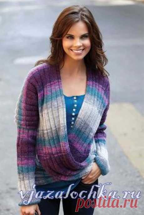 Меланжевый пуловер спицами с перекрещенными полочками