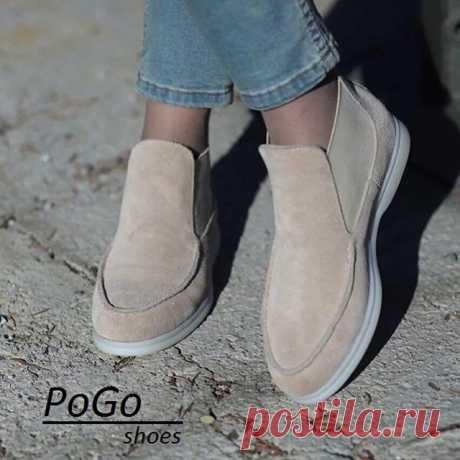 На изображении может находиться: один или несколько человек и обувь, текст «PoGo shoes»
