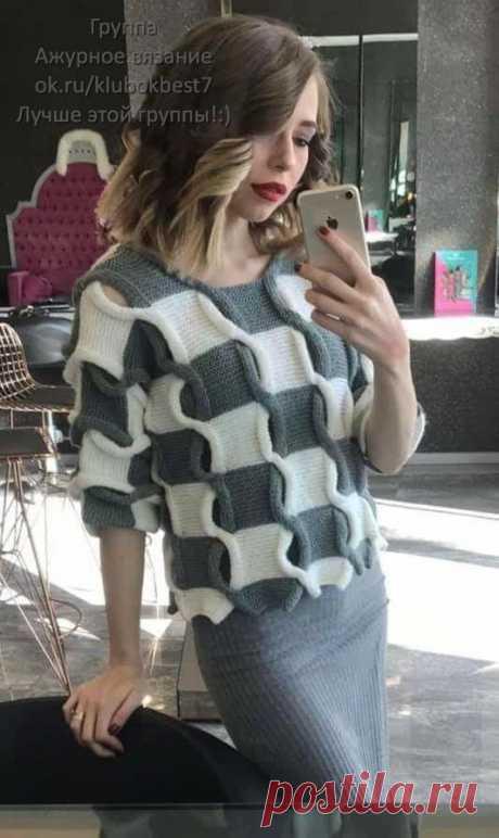 Свободный двухцветный джемпер с «косами» | Клубок