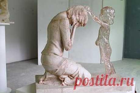 Аборт и дети | Авва Русская Православная Церковь, католическая церковь, ислам всегда выступали против абортов, считая их детоубийством. Сегодня этой религиозной догме нашлись научные подтверждения.  Медицинская наука о внутриутробном развитии младенца утверждает, что его сердце начинает биться на 18-ый день после зачатия (когда мама зачастую еще не знает о беременности или только начинает догадываться), к 42-му дню у ребенка уже сформированы руки, ноги, уши, глаза, нос – это шестая неделя берем