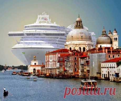 Громадный круизный лайнер MSC Magnifica длиной 293 метра заходит в порт Венеции