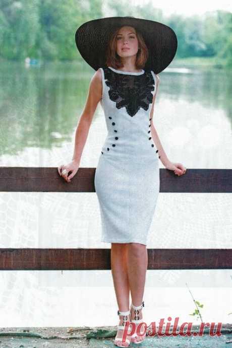Красивое элегантное вязаное платье с филейной вставкой
